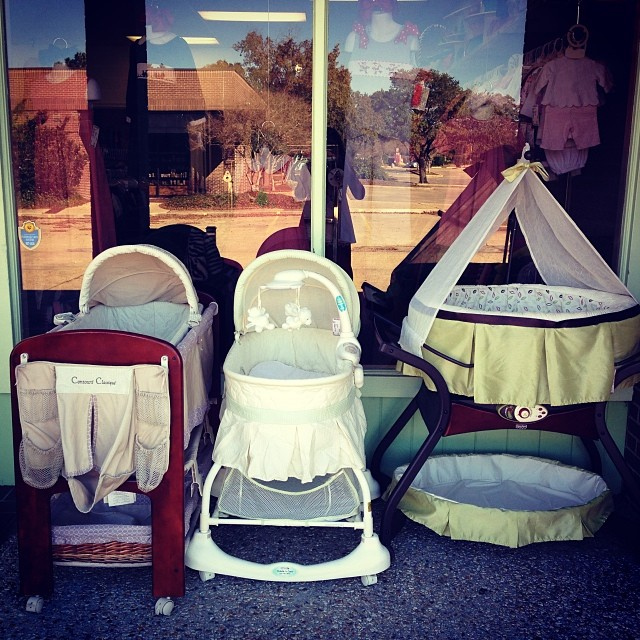 25% off Storewide Friday & Saturday! #blackfriday #babyequipment #bassinet