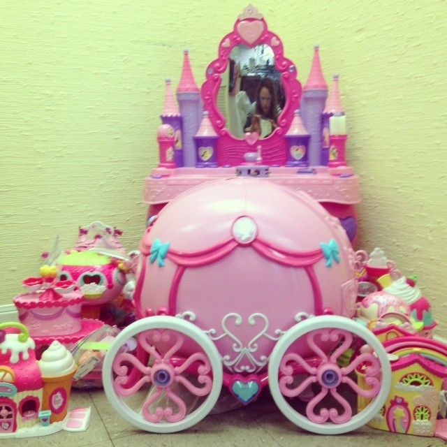 Presents For Your Princess! #batonrouge #princesstoy #mylittlepony #playvanity