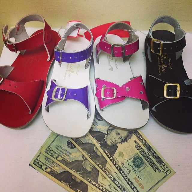 Sell Your Sandals & Clothing Today!#sunsan #saltwatersandals #sellbabystuff #sellkidsstuff #batonrougeresale #225