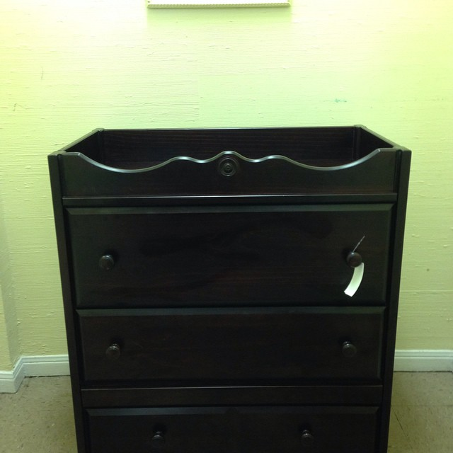 Changing Table/Dresser Combo, Retails @ Cullen's for $500, Our Price Is $150! #225 #batonrouge #batonrougeresale
