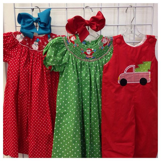 Christmas Cuteness Arriving Daily! Get your holiday cards and pictures done early!#225 #batonrouge #gobr #refinerykids #christmas2015 #anavini #remembernguyen #smockedclothing